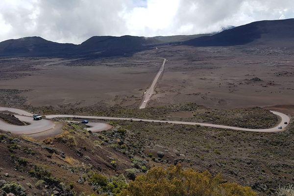 La plaine des sables qui mène au Piton de la Fournaise.