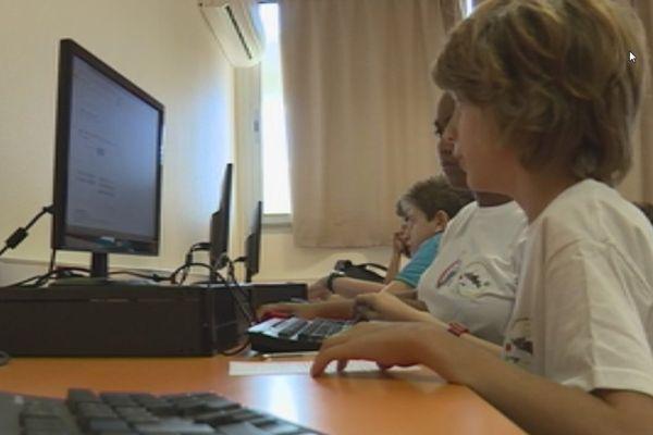Des élèves de 13 du collège de Baudoux travaillent sur un blog sur le centenaire de la 1ère Guerre Mondiale