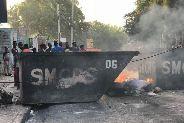 Des barricades dans les rues de Port-au-Prince