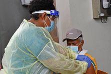 Vaccination contre le Covid-19 à Fidji en juillet 2021