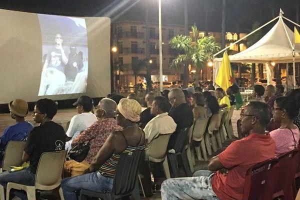 Commémoration de la marche du 28 mars 2017 sur la place des Palmistes