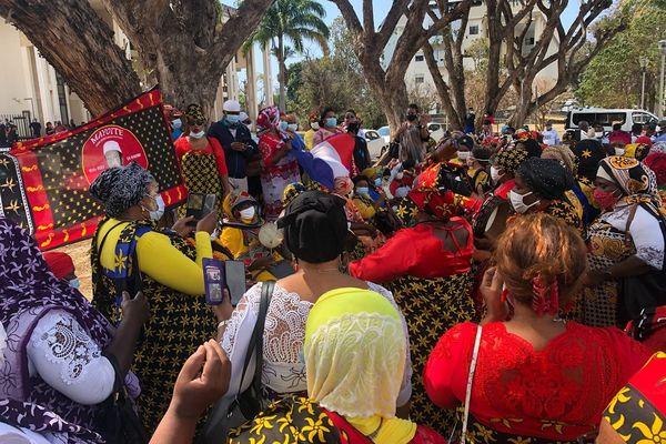 Rassemblement de soutien devant Champ fleuri pour Soufiyane Moutien