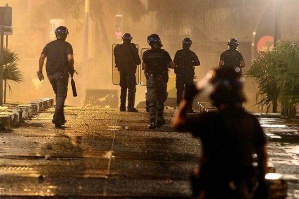 Une nouvelle nuit de violences à La Réunion.