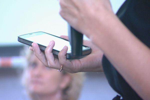 Présentation du «téléphone grave danger», synthèse du Grenelle sur les violences conjugales, Nouméa, 23 novembre 2019