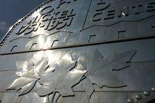Une pièce géante de 5 cents en nickel, symbole de la ville de Sudbury en Ontario au Canada