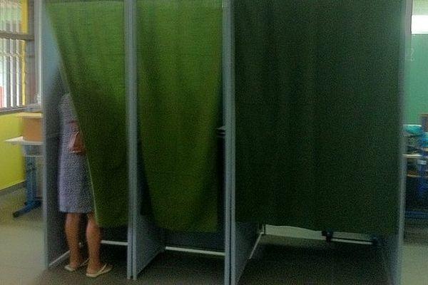 Municipales 2014 : bureau de vote (isoloirs)