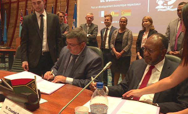 Signature de l'accord de commerce Calédonie-Vanuatu: 23 avril 2019, à la CPS