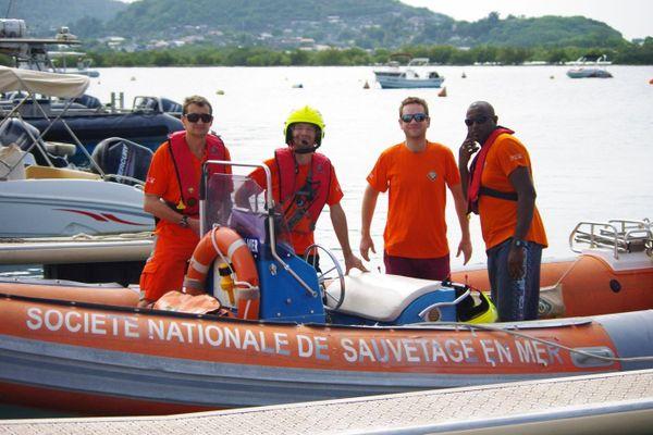 Équipage de sauveteurs de la SNSM Mayotte.
