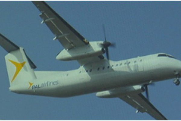 C'est ce dash 8-100 qui va remplacer l' ATR-42 et assurer la desserte aérienne entre Saint-Pierre et le Canada pour quelques jours.