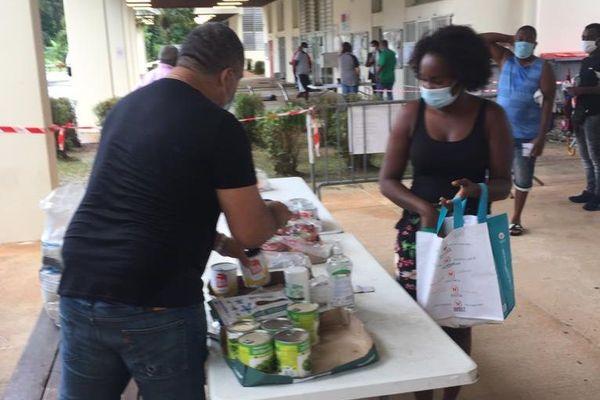 Distribution denrées alimentaires étudiants