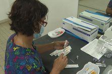 Centre de vaccination au palais des sports du Lamentin.