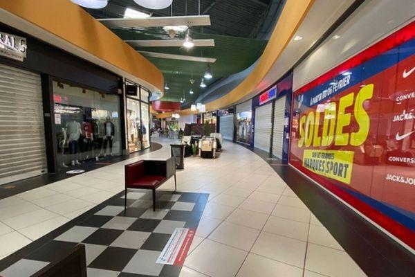 Galerie commerciale fermée