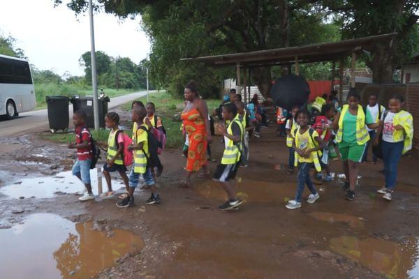 Les enfants du squat les Mangiers au peti matin