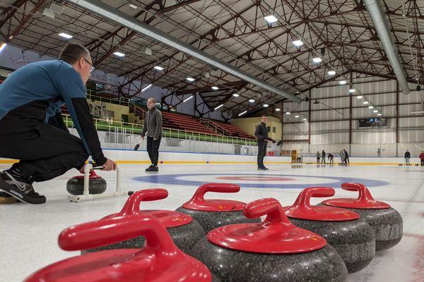 Curling à la patinoire de Saint-Pierre