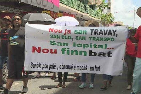 Manifestation pour le CHU dans les rues de Pointe à Pitre