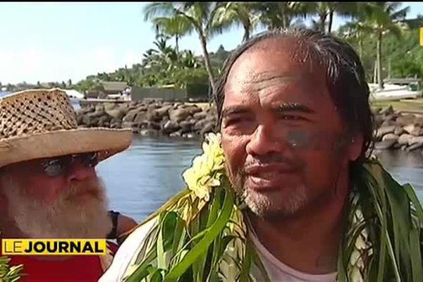 Teahupoo / Orohiti à la nage