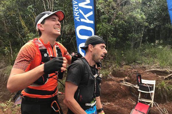 Hugo Denis, 23 ans, et Oswald Cochereau, 45 ans, vainqueurs exténués de l'édition 2020 en 2h32mn43s