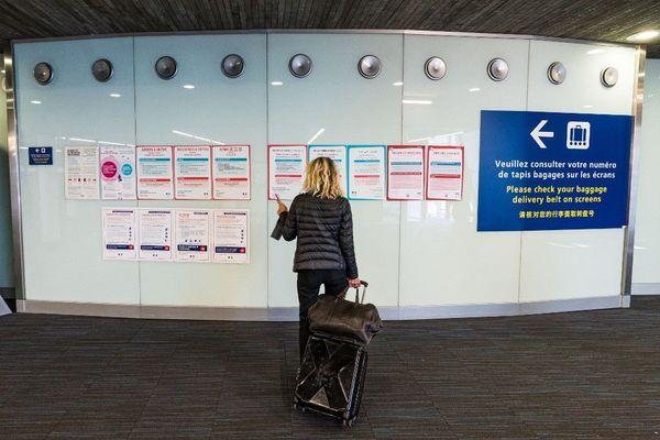 Affiches de prévention à l'aéroport Roissy Charles de Gaulle