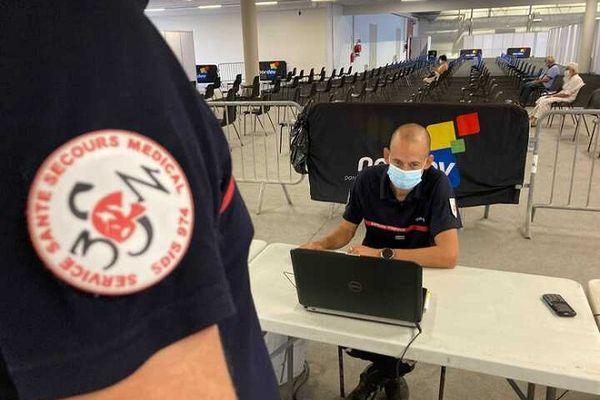 Les pompiers sont en place dans le nouveau centre de vaccination anti-covid à la Nordev