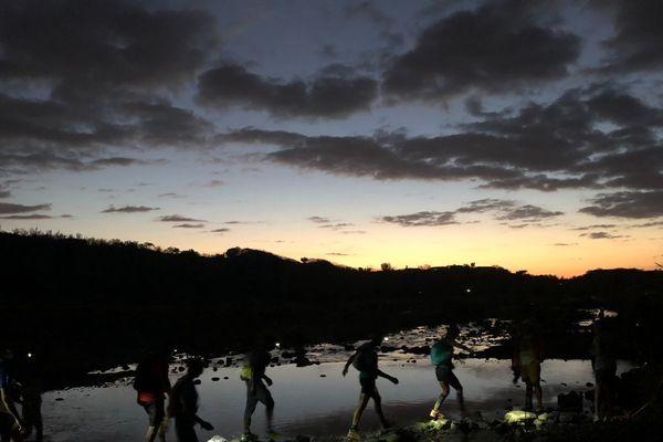 Grand Raid 2019 la nuit tombe sur la Rivière des Galets