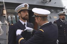 Au cours de la cérémonie, le lieutenant de vaisseau Sébastien Lemoine s'est vu remettre l'insigne de surfacier Commandant.