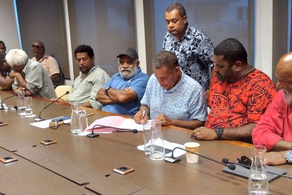 Signature d'un accord politique sur l'usine du Sud, 4 mars 2021