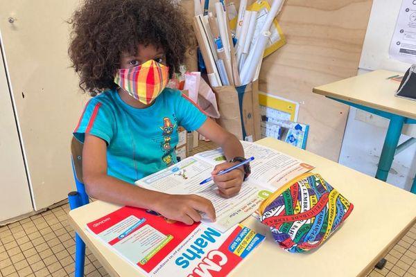 Un élève dans une des classes ouvertes en Guyane