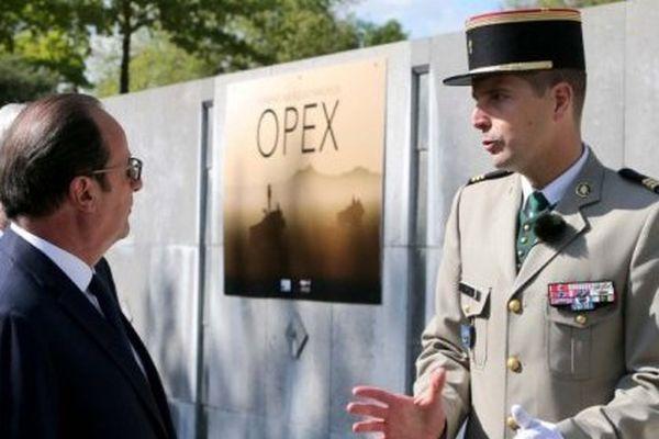 La 1ère pierre du monument a été posée par François Hollande