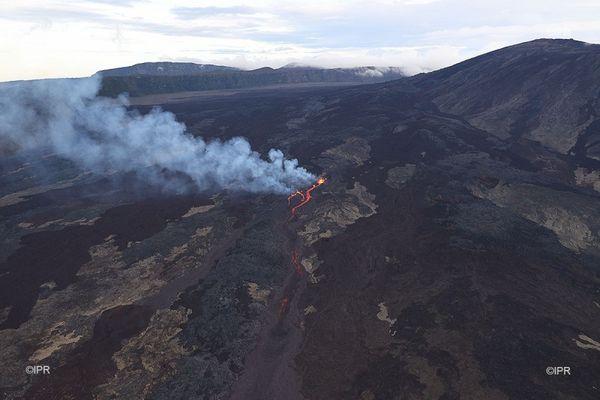 volcan éruption piton de la fournaise fumée pollution air souffre 090521