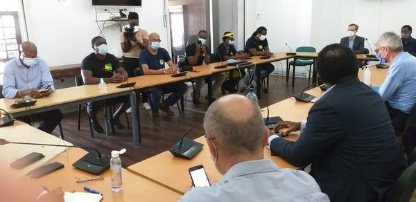 Réunion en préfecture entre le représentant de l'Etat et les élus signataires de la motion