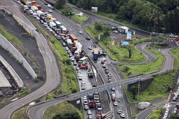 Jusqu'à trente kilomètres d'embouteillages cumulés ce lundi 28 janvier de la route du littoral.