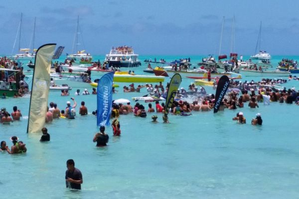 Hawaiki nui vaa 2014 - EDT A franchit la ligne d'arrivée à Bora Bora