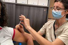 Premières injections au Janssen dans la pharmacie du sud à St Pierre.