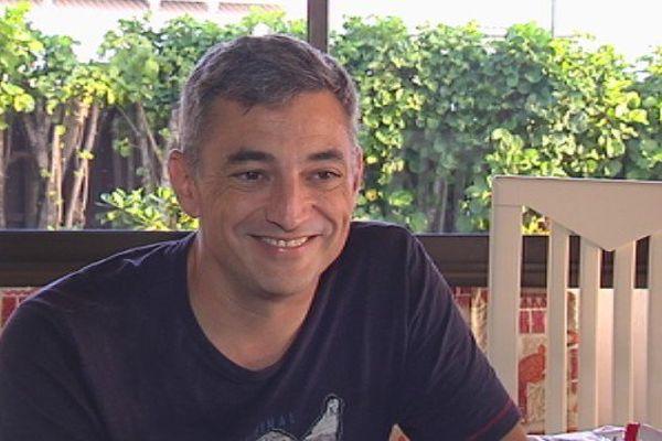 """Florent Venayre, économiste, maître de conférence à l'Université de Polynésie, et co-auteur du livre """"la concurrence à Tahiti, une utopie ?"""