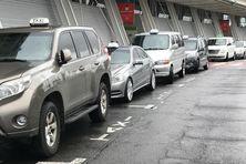 Taxis de places devant l'aéroport du Lamentin en  Martinique