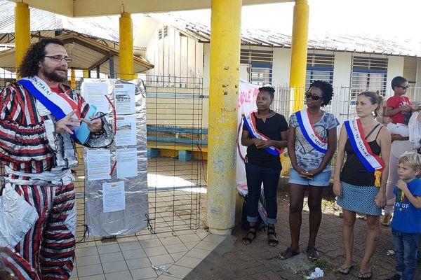 Parodie d'inauguration de l'école Saba à Kourou