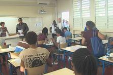 Salle de classe lors des épreuves du BAC.