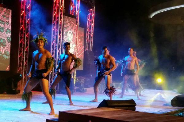 Les 12 plus beaux tane défilent à présent en tenue traditionnelle