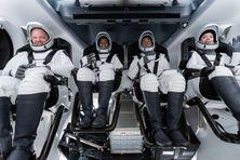 L'équipage d'inspiration4, de gauche à droite : Christopher Sembroski, Sian Proctor, Jared Isaacman and Hayley Arceneaux