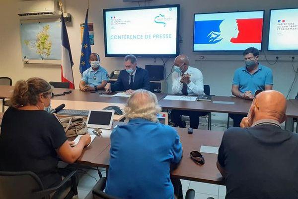 Conférence de presse - Requin à Saint-Martin