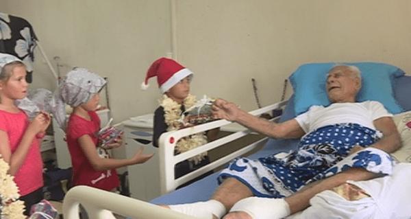 distribution de cadeaux à l'hôpital de Sia