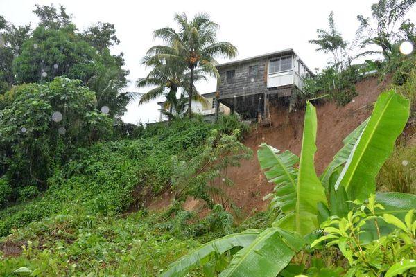 Maison qui risque de s'effondrer à Petit-Bourg