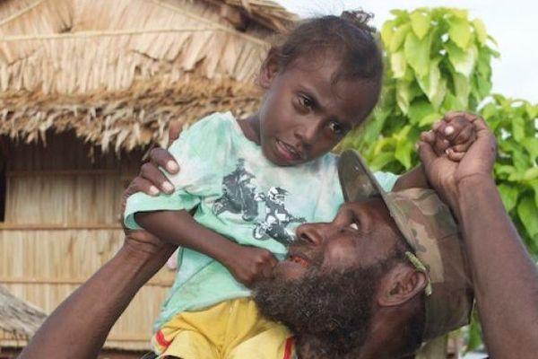 Jacob Manegaru et son fils