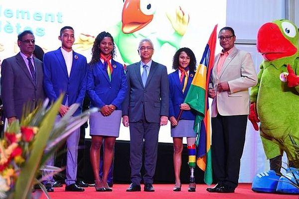 Porte drapeau et capitaine de la délagation mauricienne