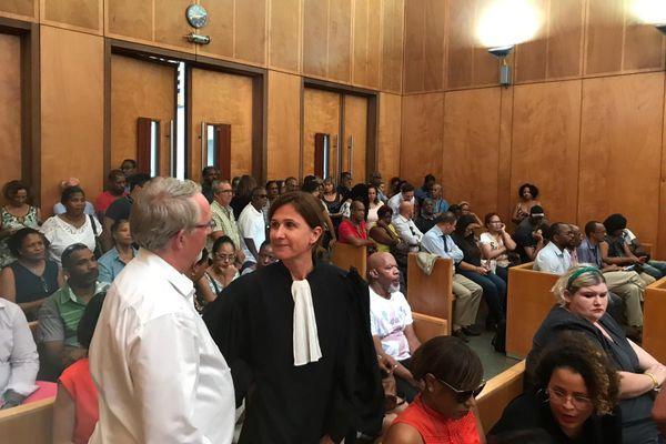 Tribunal de commerce reprise activité France Antilles