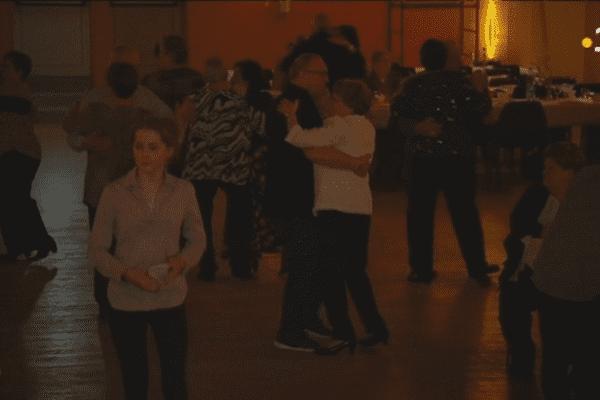 Les plus de 60 ans ont dansé toute la soirée grâce au duo Danièle et Alain