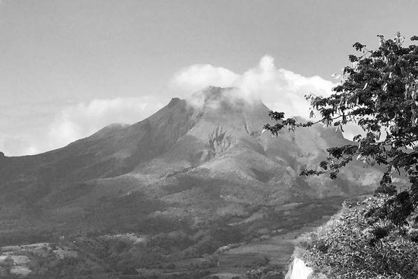 Montagne Pelée / Saint-Pierre (noir et blanc)