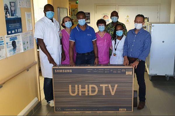 Don de téléviseurs dans les services de pédiatrie