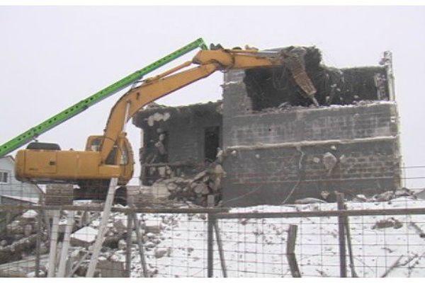 Bâtiment incendié : déconstruction en cours
