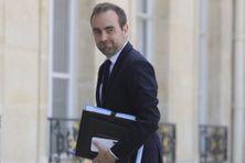 Le ministre des Outre-mer, Sébastien Lecornu, lors de son arrivée au premier conseil des Ministres le 7 juillet 2020, au lendemain d'un remaniement ministériel.